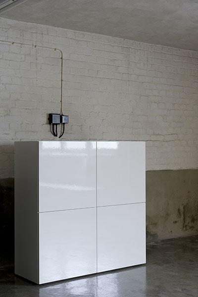 https://boekenkastfabriek.nl/kastenvoorbeelden/wandkasten/WK19LAK-HGL-120-4D_wit_design_kast_op_maat_lak_uitvoering_hoogglans.jpg