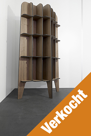 https://boekenkastfabriek.nl/outlet/images/DS-NUBO-MDF-NOTEN_designkast_noten-fineer_boekenkast_wandmodel_bookcase_design_roderick_vos.jpg