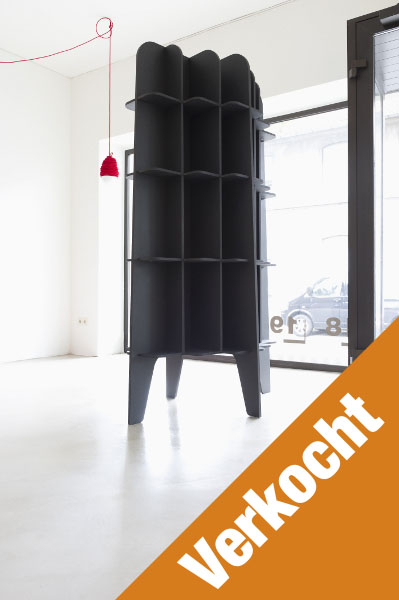 https://boekenkastfabriek.nl/outlet/images/DS-NUBO-MDF-ZWART_designkast_noten-fineer_boekenkast_wandmodel_bookcase_design_roderick_vos-VK.jpg